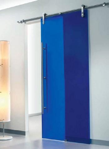 Синяя стеклянная дверь