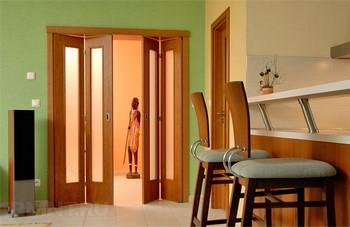 Складные двери в квартире