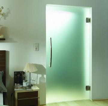 Стеклянная дверь в спальне
