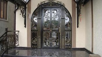 Элитная входная дверь в дом