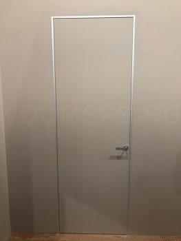 Дверь невидимка на алюминиевом коробе